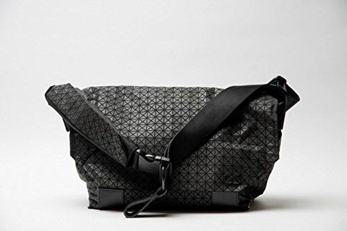 「1年修理保証」「日本製」「国内仕入れ」 BAOBAO ISSEY MIYAKE ON THE GO Men's Messenger Bag バオバオ イッセイミヤケ メッセンジャーバッグ