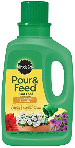 Miracle-Gro Pour and Feed Liquid Plant Food, 32-Ounce (Plant Fertilizer)