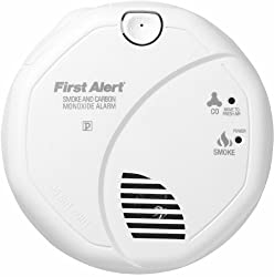 First Alert Combination Alarm (Smoke and Carbon Monoxide) with 5-Year Guarantee by First Alert