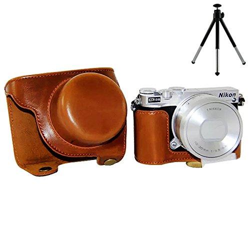 No1accessory XJPT-J5-09 ブラウン Nikon 1 J5 (10-30mm Lens ) 専用 防水 PU レザー 一眼レフ カメラバッグ カメラケース ハンドストラップ + とともにミニ三脚 [並行輸入品]
