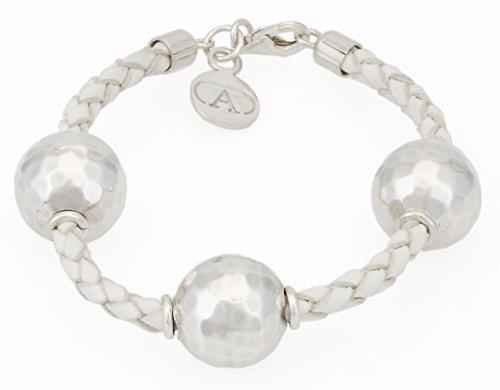 alexandra-plata-bracelet-en-cuir-espagnol-tresse-blanc-accompagne-de-billes-martelees-et-fermeture-e