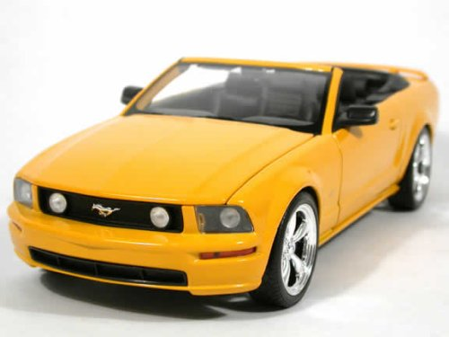 Beautifully crafted 2005 Ford Mustang GT Convertible diecast model car 1:18