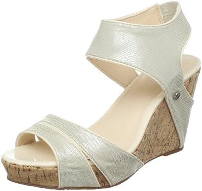 الوان هادئه لجمال حذاءك