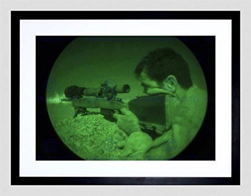 WAR MILITARY ARMY SOLDIER GUN RIFLE WAR MARINE SNIPER NIGHT BLACK FRAME ART PRINT PICTURE + MOUNT B12X4872 (Foto Sniper compare prices)