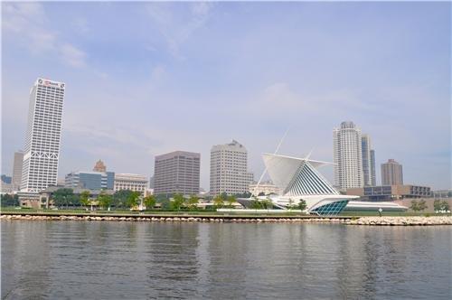 Milwaukee, Wisconsin Skyline