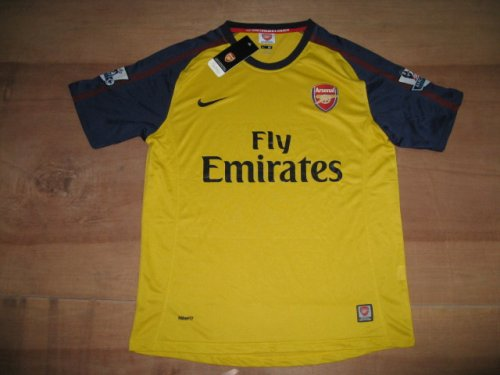 08-09 ARSENAL JERSEY NEW WITH TAGS + FREE SHORT (SIZE M)
