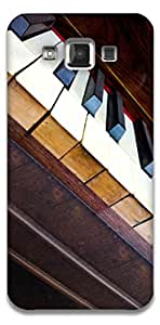The Racoon Grip printed designer hard back mobile phone case cover for Samsung Galaxy E5. (piano)