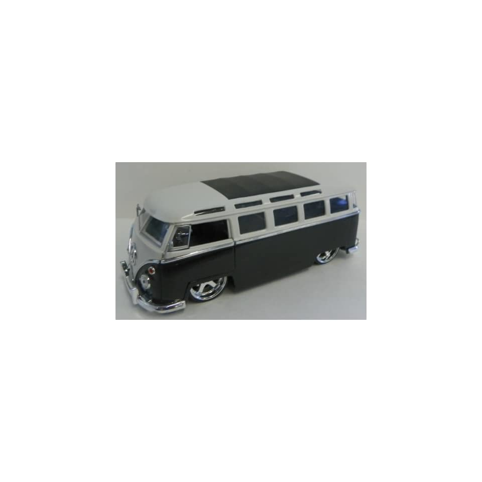 Jada Toys 1/24 Scale Diecast Big Time Kustoms 1962 Volkswagen Bus in Color Black/white