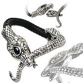 ▼ザ・テンプテーション・オブ・ハヴァ・ブレスレット 旧約聖書において描かれた最初の人間、アダムとイヴ。イヴを誘惑した蛇をモチーフとした、善悪の知識を象徴するブレスレットです。頭部の上顎と下顎に付いたホックで着脱します。