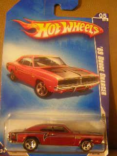 HOT WHEELS 2009 MUSCLE MANIA RED WITH BLACK STRIPE 05/10 '69 DODGE CHARGER 081/190