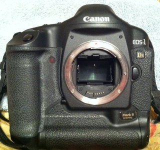 APS-C Digital SLR Camera w/ Canon EF-S 18-55mm f/3.5-5.6 IS Lens