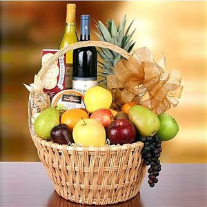 Giftsnideas Fruit And Wine Hamper