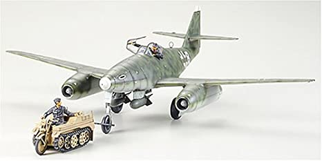 TAMIYA - 61082 - Messerschmitt Me262 A-2a, avec Kettenkraftrad de remorquage