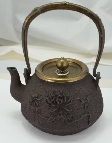 Cast Iron Tea Pot (Teapot) / Tea Kettle (Teakettle) - Peony & Bee I, Light Brown