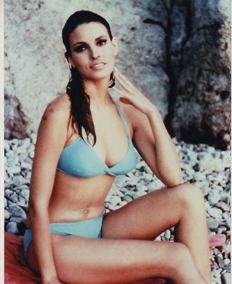 PHOTO D2469 Raquel Welch Leggy bikini at Amazon's Entertainment