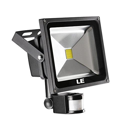 le-projecteur-led-avec-detecteur-de-mouvement-2100lm-extra-lumineuse-equivalant-a-75w-hps-blanc-du-j