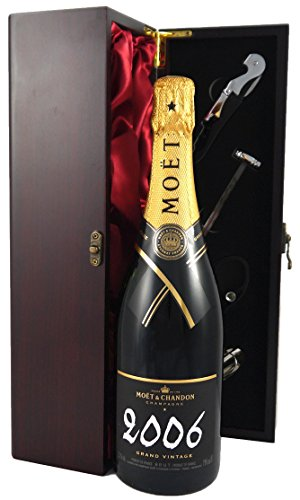 vintagewinegifts-moet-and-chandon-grand-vintage-brut-champagne-in-wooden-gift-box-2006-75-cl