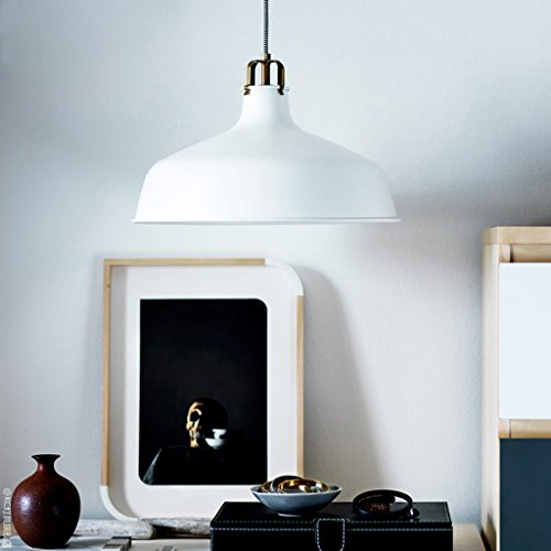 moderna-cocina-de-un-restaurante-minimalista-ropa-accesorio-ligero-supermercado-mesa-de-estudio-nord