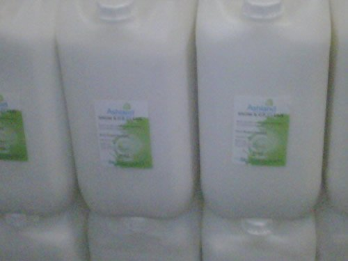 snow-and-ice-melt-25-kg-non-salt-based-urea-mix-sold-in-resealable-keg