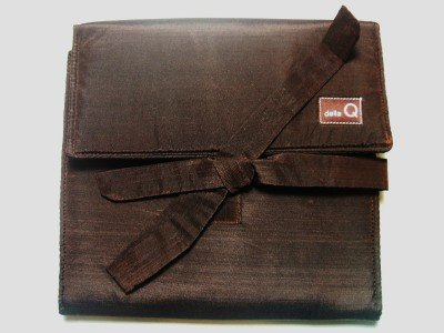 Della Q The Que Brown Theo Secure Circular Knitting Needle Case 145-1 from Della Q