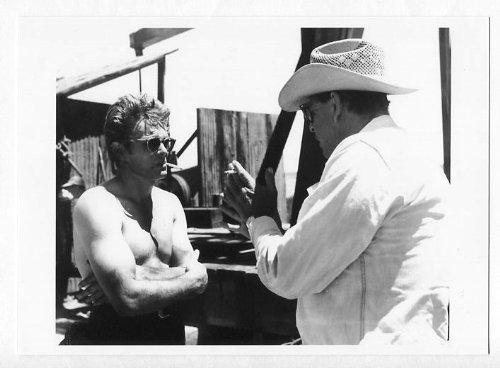 【フォト 5x7】 ジェームズ・ディーン & ジョージ・スティーヴンス監督 #2 (写真12.5x17.5cm) 映画