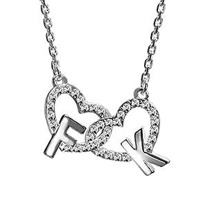 French Kitty Halskette aus platinbeschichtetem Metall. Die Kette besteht aus zwei Herzen in denen die Anfangsbuchstaben F und K hängen. Von International Connection