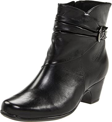 Clarks Women's Leyden Crest Boot,Black Leather,5.5 M US