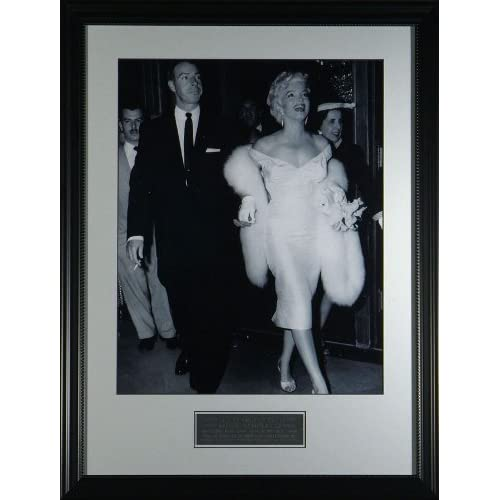 Joe DiMaggio & Marilyn Monroe Framed Classic Photo:  Sports