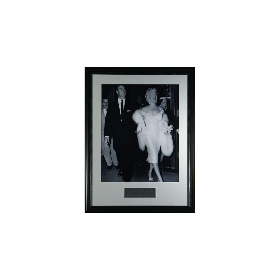 Joe DiMaggio & Marilyn Monroe Framed Classic Photo  Sports