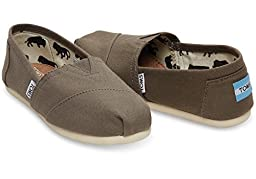 TOMS Women\'s Classic Canvas Slip-On,Ash,8 M US
