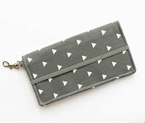 kailo-chic-small-cell-phone-wallet-gray-triangle-print