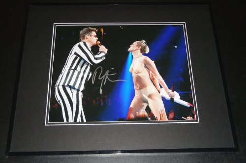 Robin Thicke Signed Framed 11x14 Photo w/ Miley Cyrus Twerking