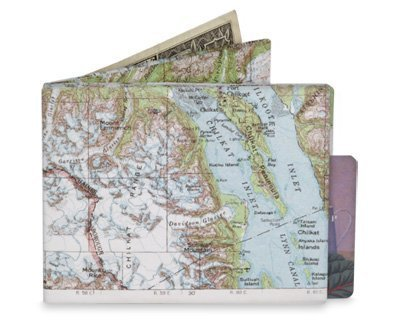 explorer-map-tyvek-mighty-wallet-8x10-cm-by-the-present-store