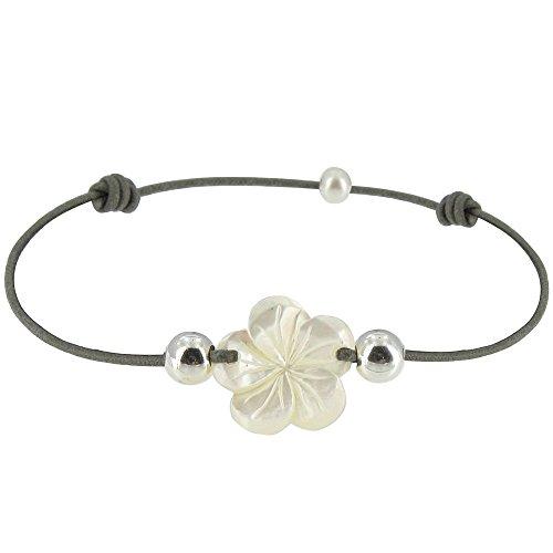 les-poulettes-bijoux-bracelet-fleur-de-nacre-ivoire-et-perles-dargent-lien-gris