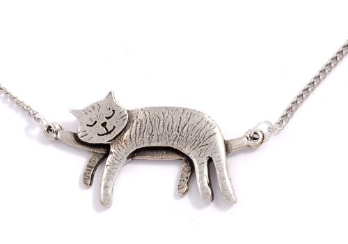 Sleeping cat necklace - NEED this!