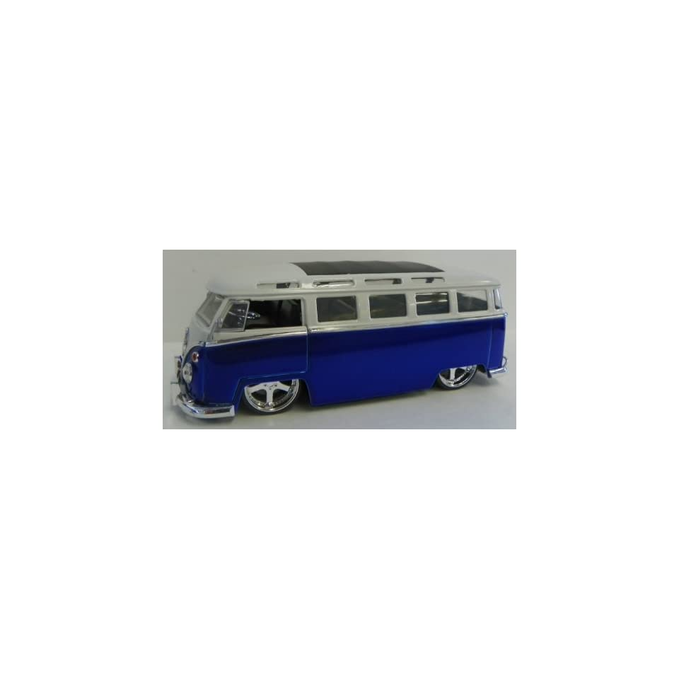 Jada Toys 1/24 Scale Diecast Big Time Kustoms 1962 Volkswagen Bus in Color Blue/white
