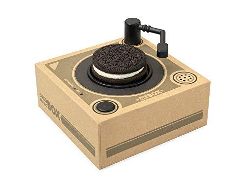 ターンテーブルの上にオレオクッキーをのせてアームを合わせると音楽を再生する「オレオミュージックボックス」Amazonで予約受付中