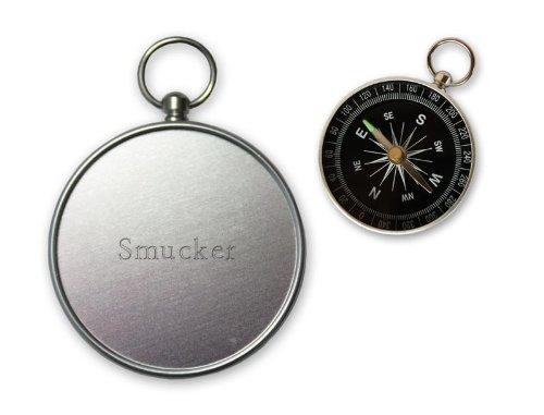 kleiner-kompass-gravierten-namen-auf-der-ruckseite-smucker-vorname-zuname-spitzname