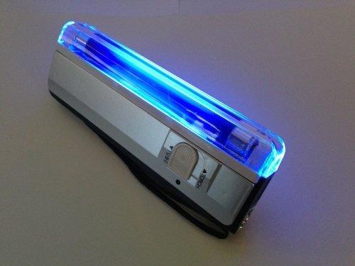 4W蛍光灯 ポータブルブラックライト(新品電池付き)