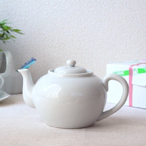 紅茶のぽってりティーポット シンプルなまんまるデザイン♪
