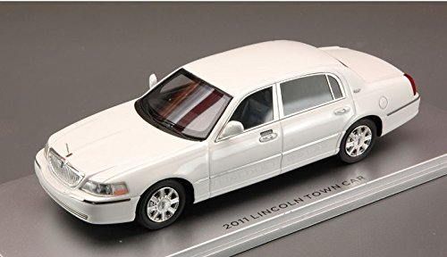 lincoln-town-car-2011-white-143-luxury-auto-stradali-modello-modellino-die-cast