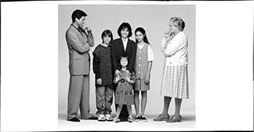vintage-photo-of-matthew-lawrence-robin-williams-sally-field-lisa-jakub-mara-wilson-and-pierce-brosn