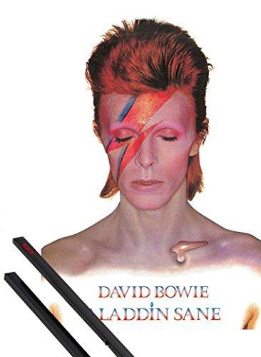 Poster + Sospensione : David Bowie Poster Stampa (91x61 cm) Aladdin Sane e Coppia di barre porta poster nere 1art1®
