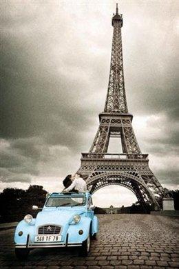 Paris Romance (Couple Kissing, Eiffel Tower) Art Poster Print - 24x36