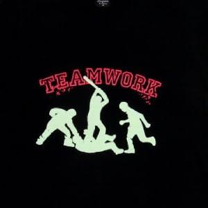 ジョークTシャツ チームワーク Tシャツ B (Mサイズ)