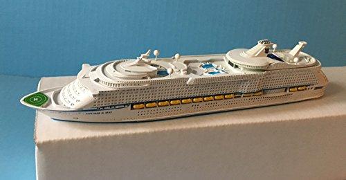 explorer-of-the-seas-royal-caribbean-cruise-ship-mode-in-scale-11250-souvenir-series