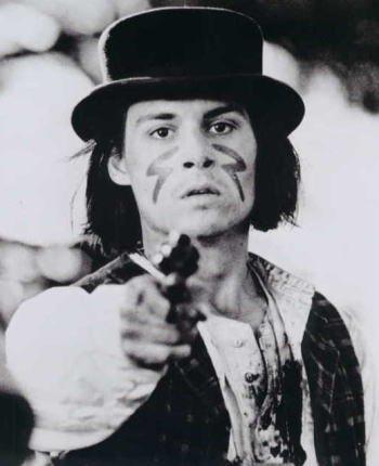 ブロマイド写真★映画『デッドマン』ジョニー・デップ/白黒/銃を向ける