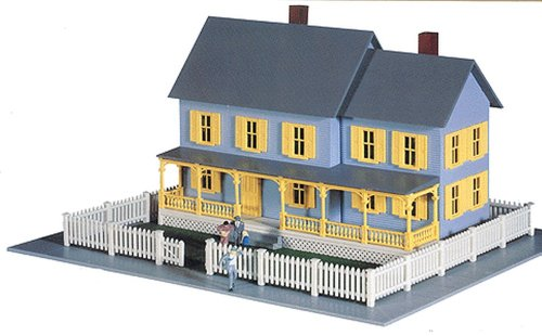 Model Power HO Scale Building Kit - Bella's Farm House (Ho Model Train Building Kits compare prices)