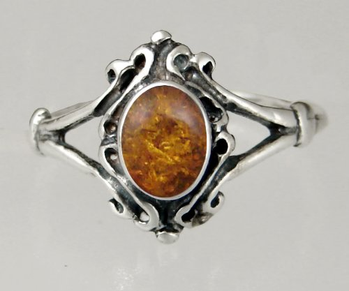 An Elegant Sterling Silver Victorian Ring Featuring a Lovely Amber Gemstone