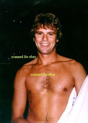 SG1 Macgyver shirtless at Amazon's Entertainment Collectibles Store